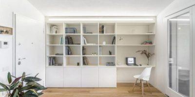 Ruang Belajar Berwarna Putih Dengan Kombinasi Storage